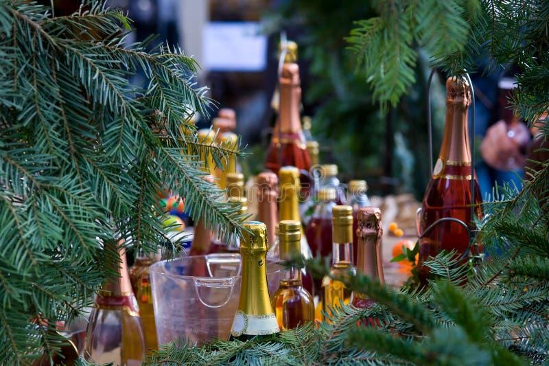 Bottiglie variopinte del champagne fotografia stock