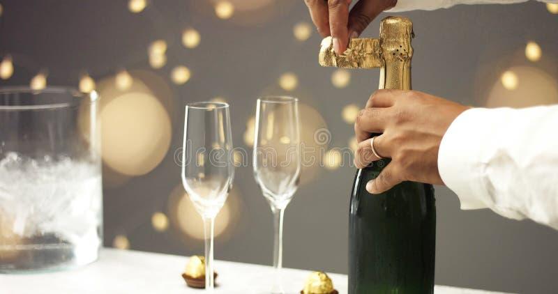 bottle champagneöppningen royaltyfri fotografi