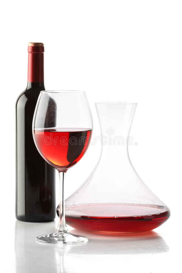 bottle karaffexponeringsglasrött vin fotografering för bildbyråer
