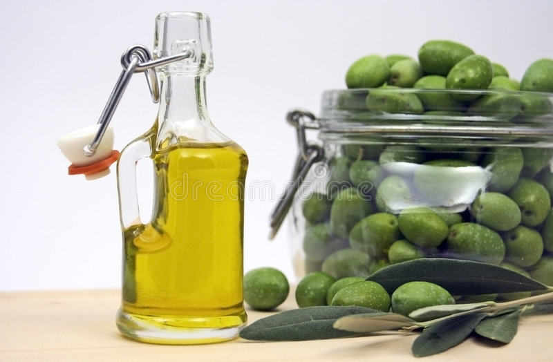 Bottle Of Olive Oil Royalty Free Stock Images