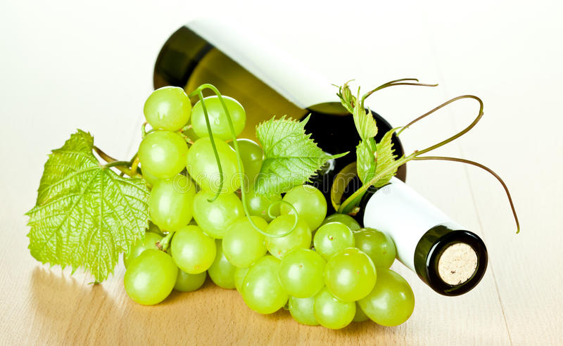 Download Bottle Of White Wine And Green Grapes Stock Photo - Image: 25863092