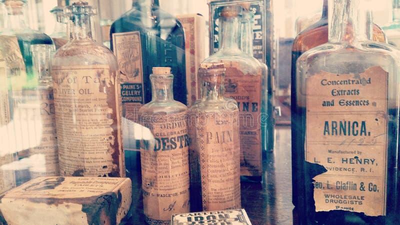 bottles den gammala medicinen arkivbild