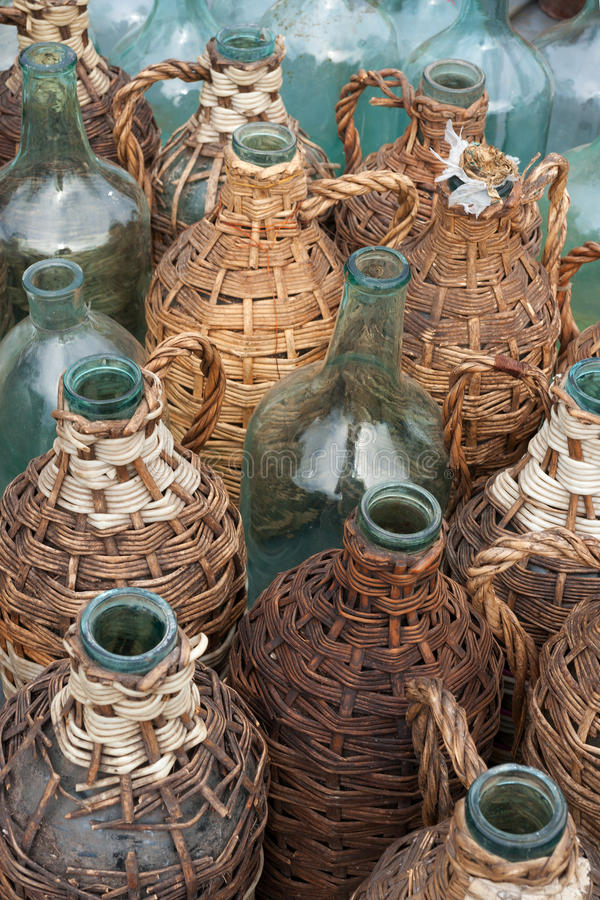 bottles gammal wine royaltyfria bilder