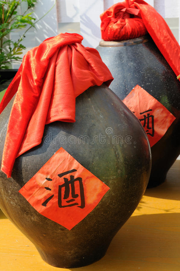 bottles kinesisk wine arkivfoton