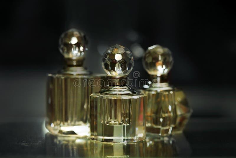 bottles parfymeriaffären royaltyfri foto