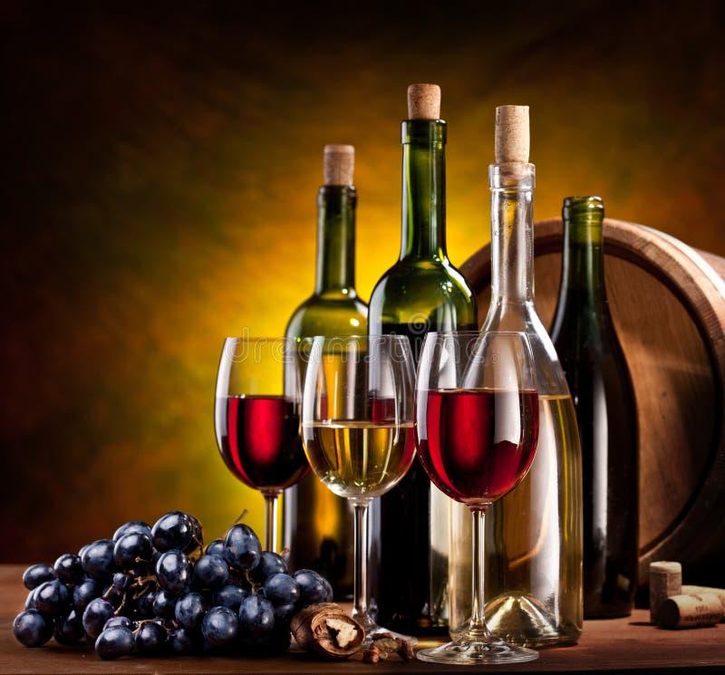 bottles still wine för livstid fotografering för bildbyråer