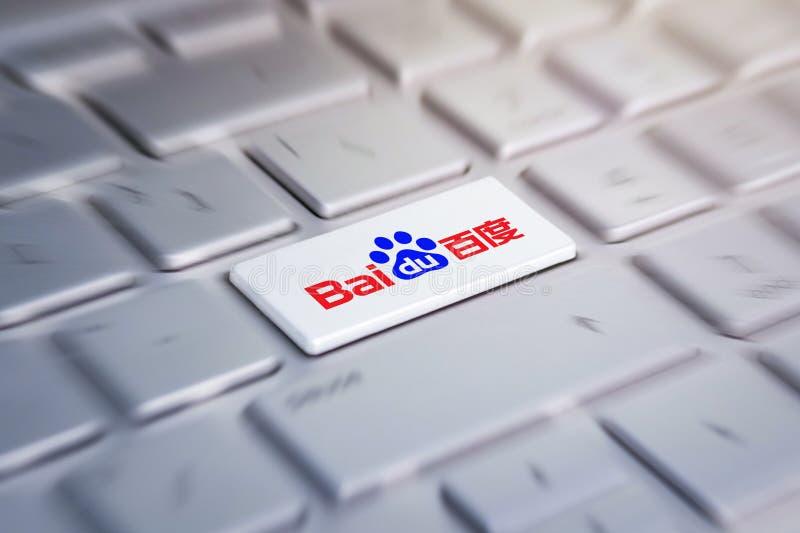 Bottone con il logo baidu della società sulla tastiera grigia di un computer portatile moderno fotografia stock