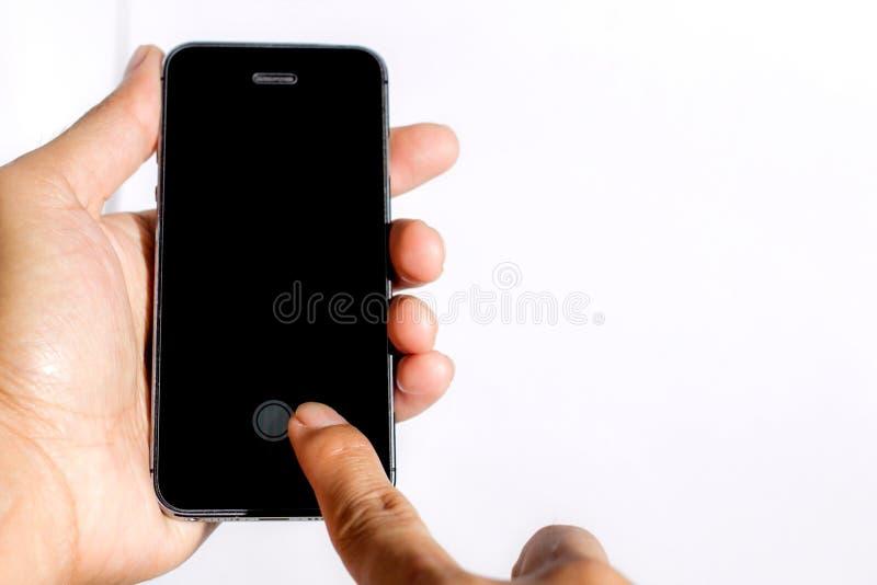 Bottone di tocco sul telefono cellulare fotografia stock libera da diritti