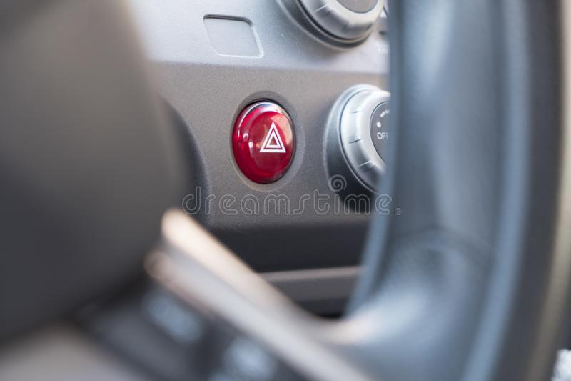 Bottone virtuale d'avvertimento di rischio con il triangolo fotografia stock