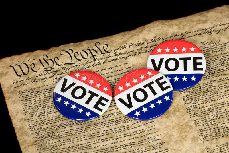 Bottoni di voto sul vecchio documento fotografia stock libera da diritti