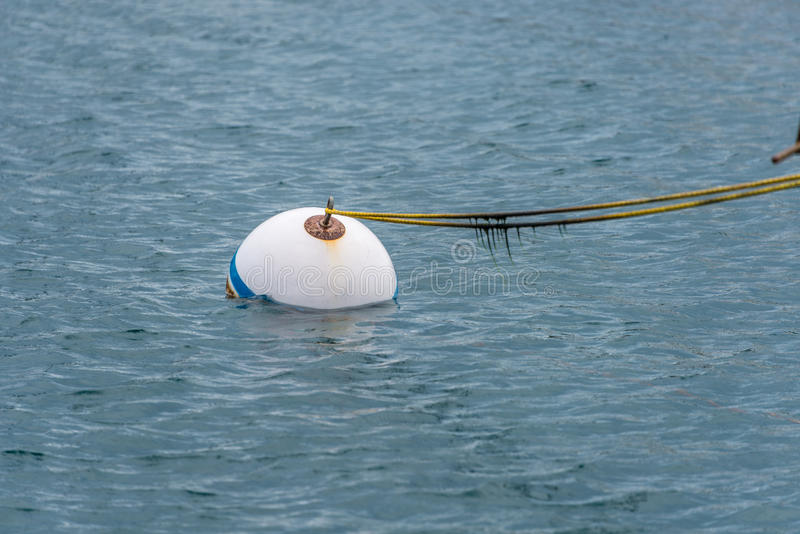 Bouée dans l'océan photos libres de droits
