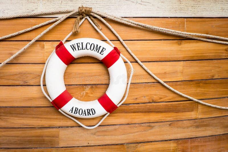 Bouée de sauvetage sur un bateau image libre de droits