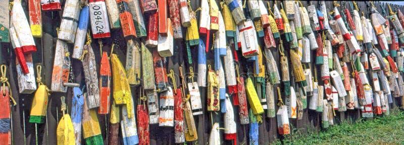Bouées colorées de langoustine du Maine image libre de droits