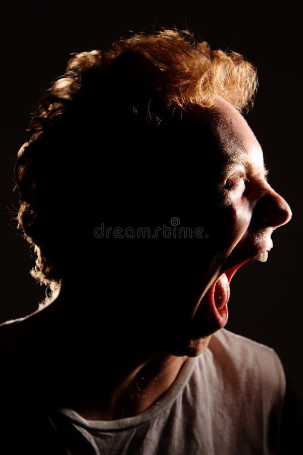 Bouche violente d'homme bestial ouverte photographie stock libre de droits