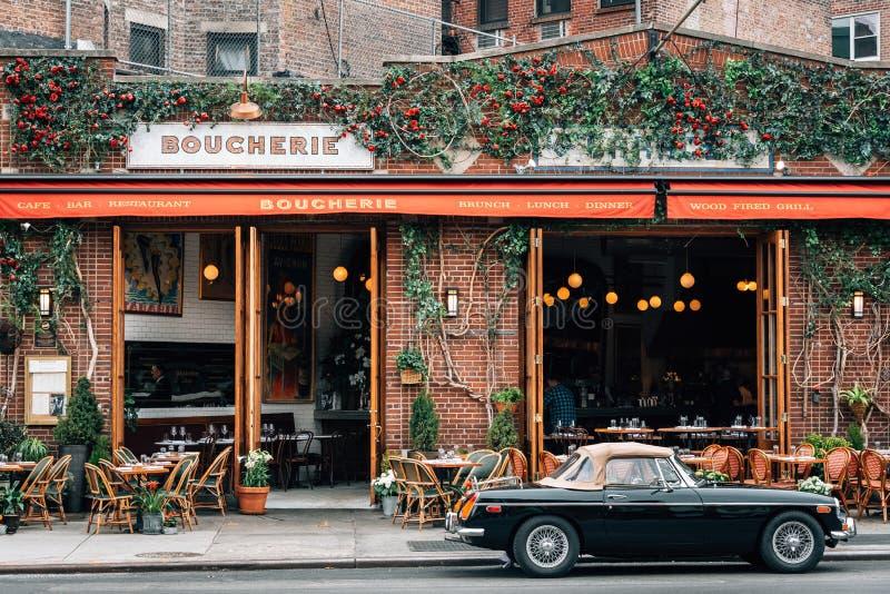 Boucherie e um carro do vintage no West Village de Manhattan, New York City imagens de stock royalty free