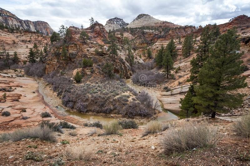 Boucle de courant de roche dans les roches rouges de l'Utah photos stock