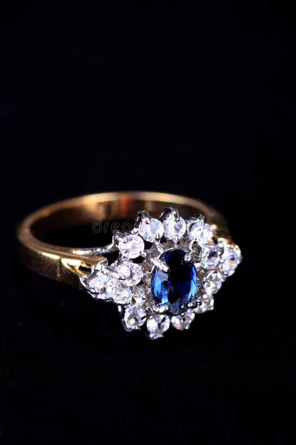 Boucle de diamant et de saphir, bijou photos libres de droits