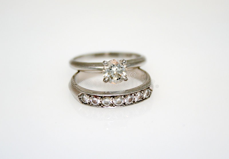 Boucle de mariage de diamant images stock