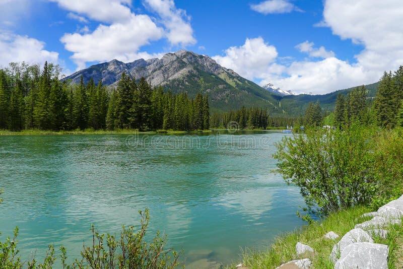 Boucle de Minnewanka et lac Johnson près de Banff images libres de droits