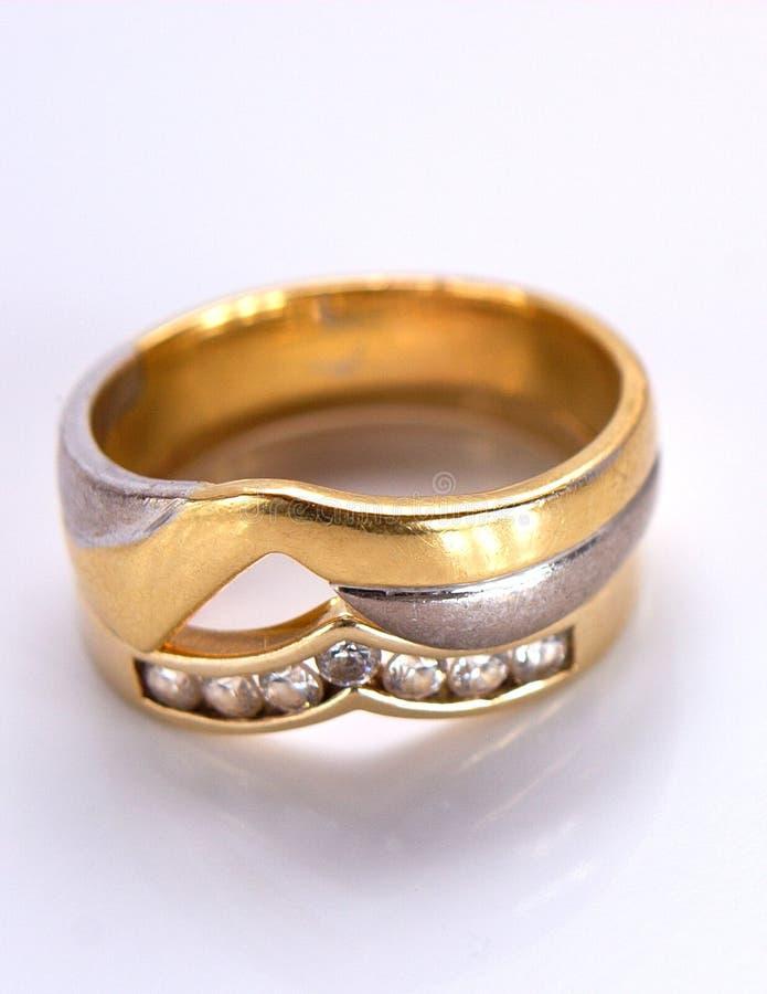 Download Boucles photo stock. Image du gemme, cérémonie, bijou, enclenchement - 86830