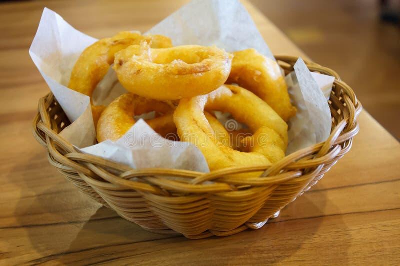 Boucles d'oignon frites photo stock