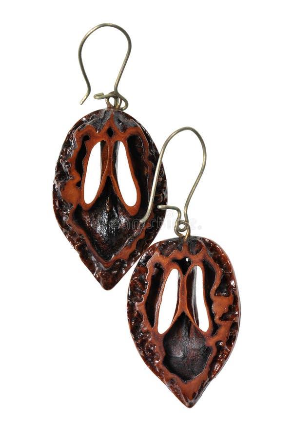 Boucles d'oreille fabriquées à la main de coquille de noix photo libre de droits