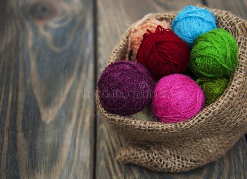 Boucles de laine de couleur photographie stock libre de droits