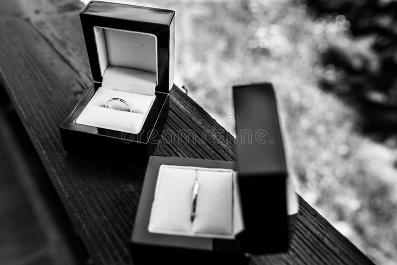 Boucles de mariage d'or Verhältnis, Verpflichtung, Liebe lizenzfreies stockbild