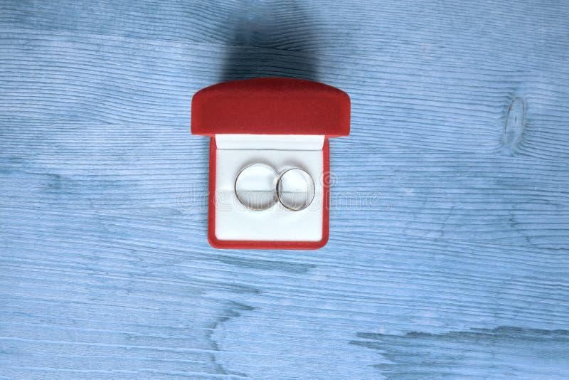 Boucles de mariage dans un cadre photographie stock