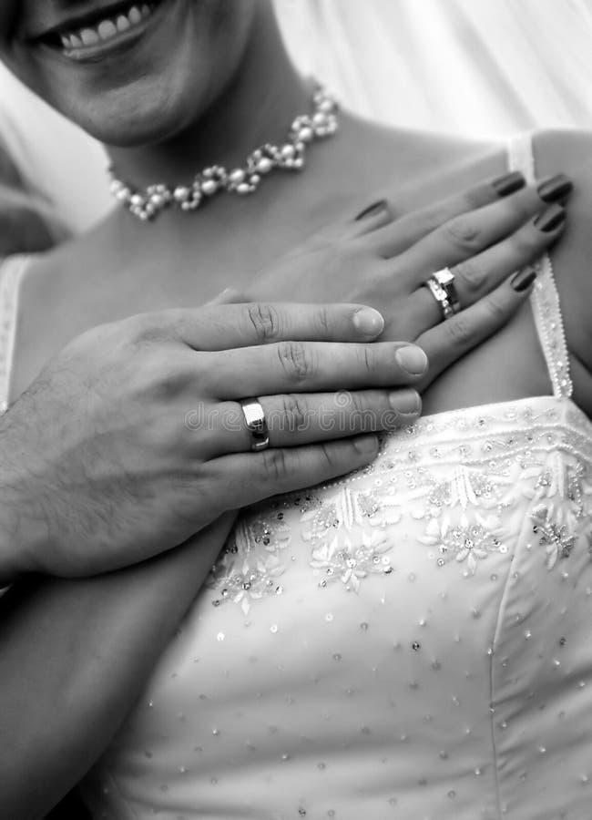 Boucles et couples de mariage photo libre de droits