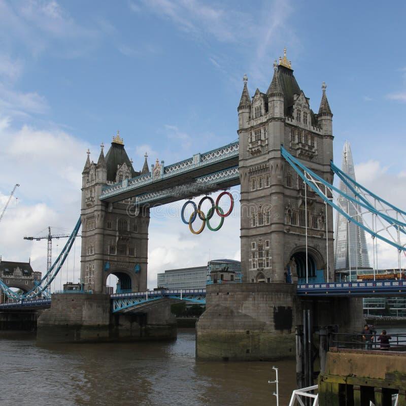 Boucles olympiques de passerelle de tour, Londres photographie stock libre de droits