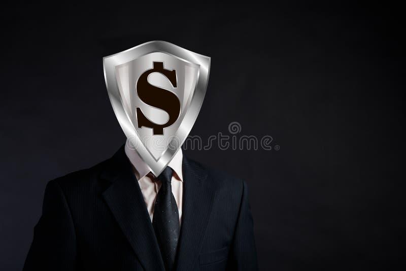 Bouclier avec un dollar au lieu de la tête, du concept de la protection financière et du sérieux de l'homme d'affaires, endroit p photos stock