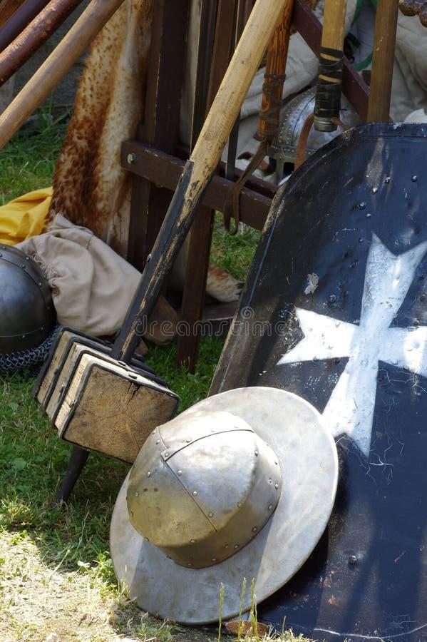 Download Bouclier De Casque Et Armes Historiques De Trique Image stock - Image du tournoi, armements: 56484007