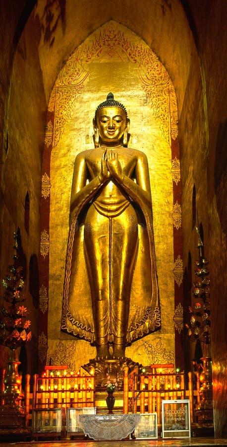 Bouddha à l'intérieur de temple d'Ananda, Bagan, photo libre de droits