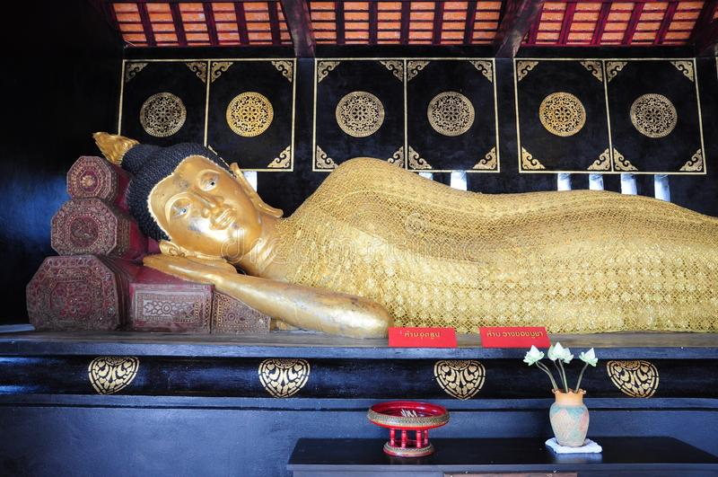 Bouddha étendu photo stock