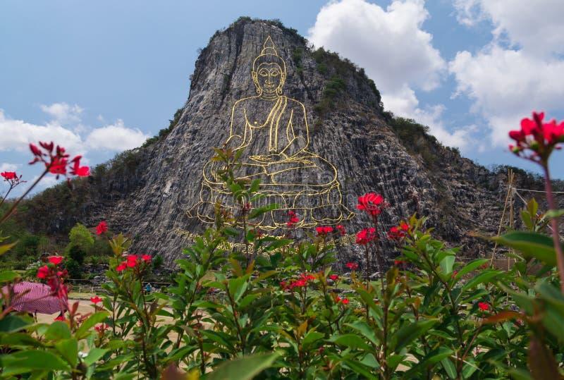 Bouddha a découpé sur la falaise photographie stock libre de droits