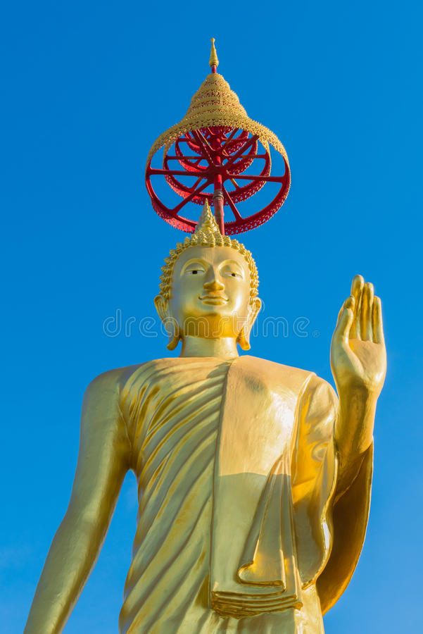 Bouddha d'or debout photo libre de droits