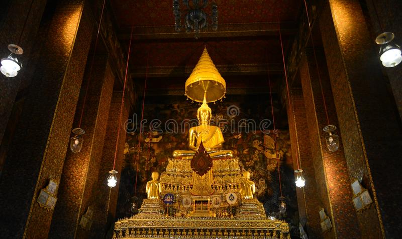 Bouddha d'or Wat Ratcha Natdaram image libre de droits