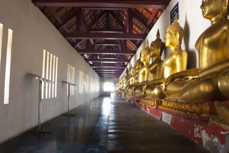 Bouddha dans les lignes, central de la Thaïlande image libre de droits