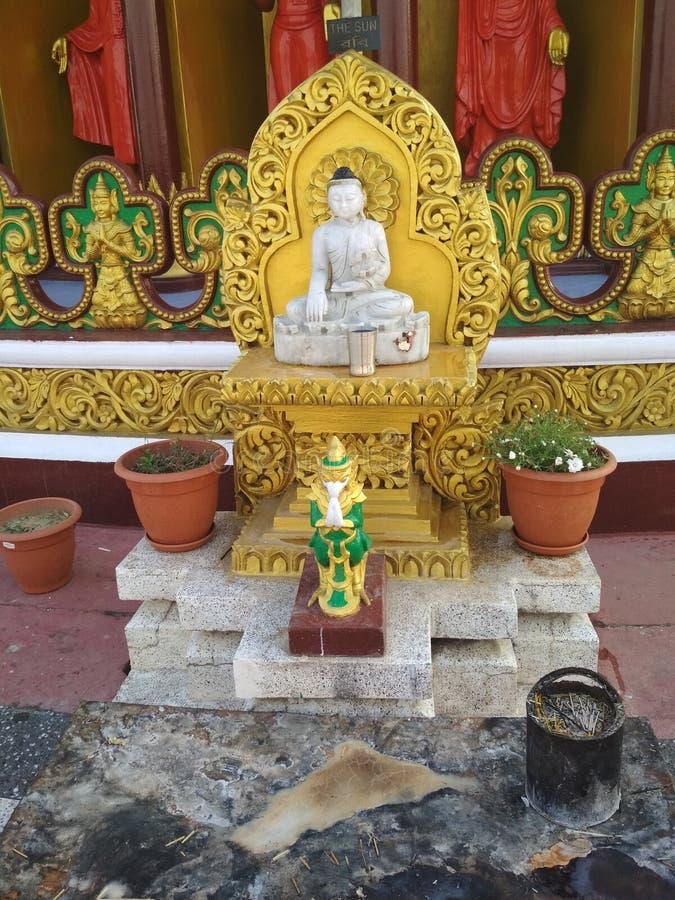 Bouddha, temple de Dhatu Jadi de Bandarban près à la ville de balaghata, Chitagong au Bangladesh photographie stock libre de droits