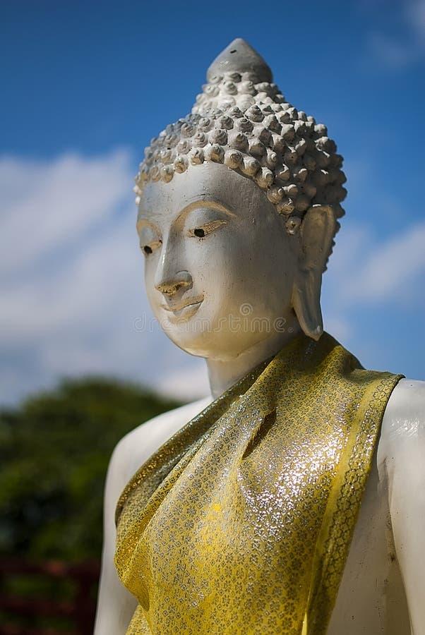 Bouddha vers la fin de lumi?re d'apr?s-midi photo libre de droits