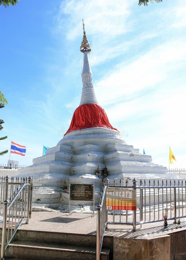 Bouddhisme incliné de blanc de pagoda photo stock