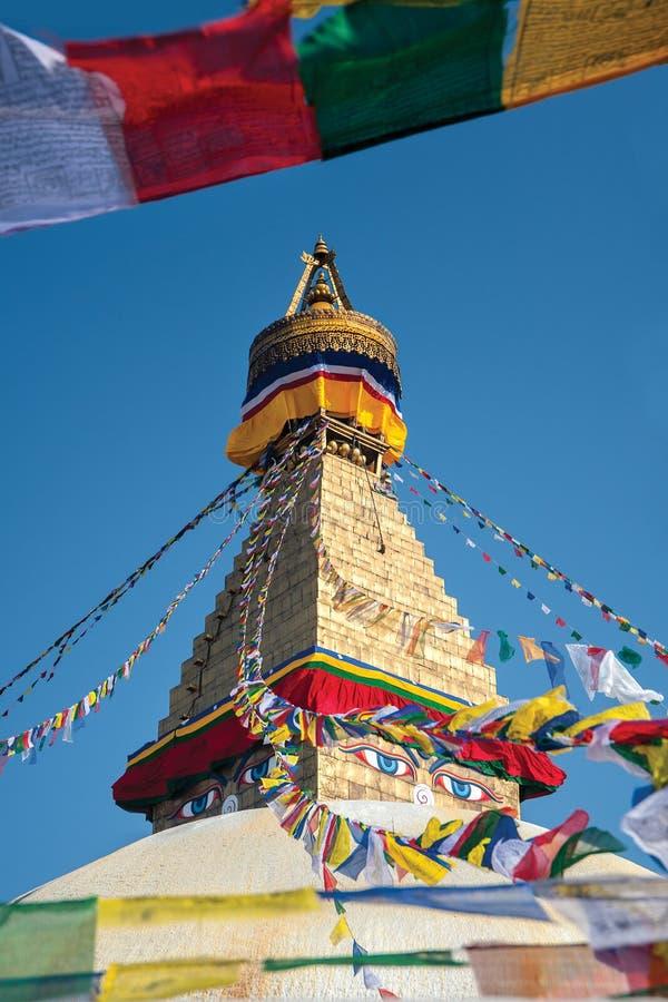 Boudhanath stupa围拢与祷告旗子的,尼泊尔 免版税库存照片