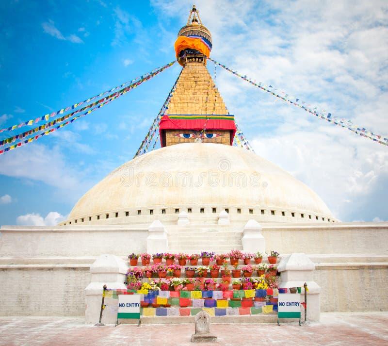 Boudhanath Stupa ou Bodnath Stupa est le plus grand stupa au Népal photographie stock libre de droits