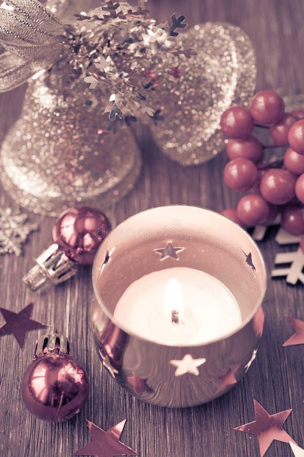 Bougie brûlante de Noël image libre de droits