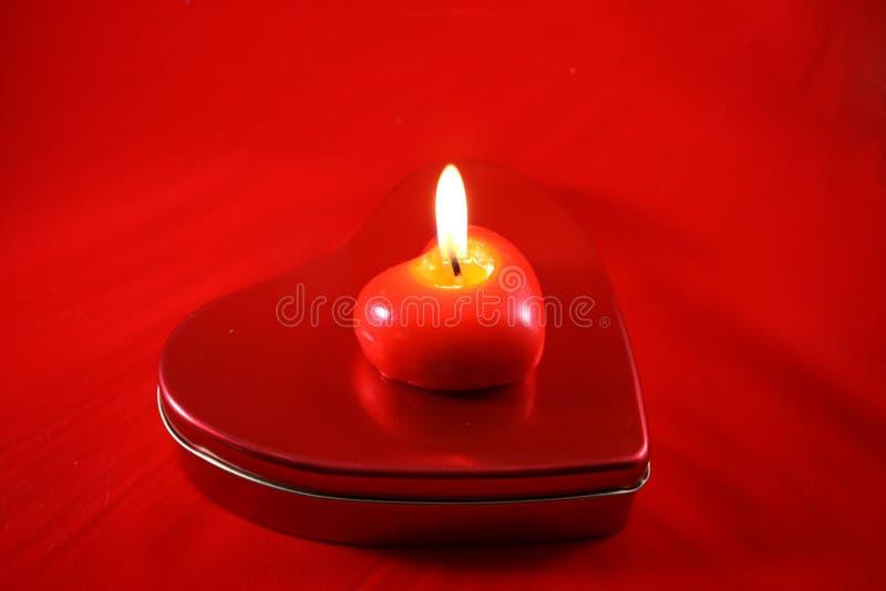 Bougie brûlante rouge photographie stock libre de droits