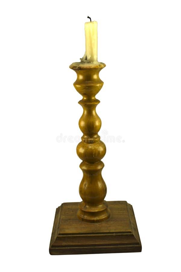 Bougie brûlante sur un chandelier en bois photo stock