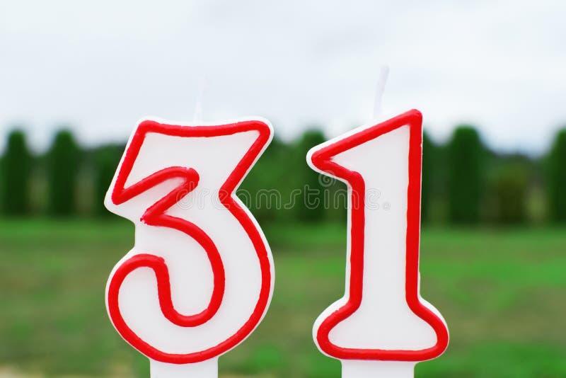 Bougie d'anniversaire dans la forme du numéro 31 photos libres de droits