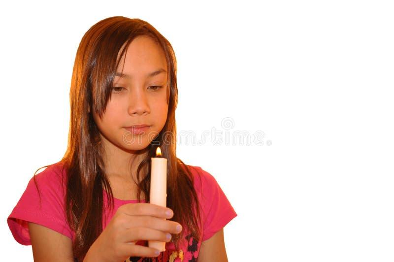 Bougie de fixation de jeune fille photos stock