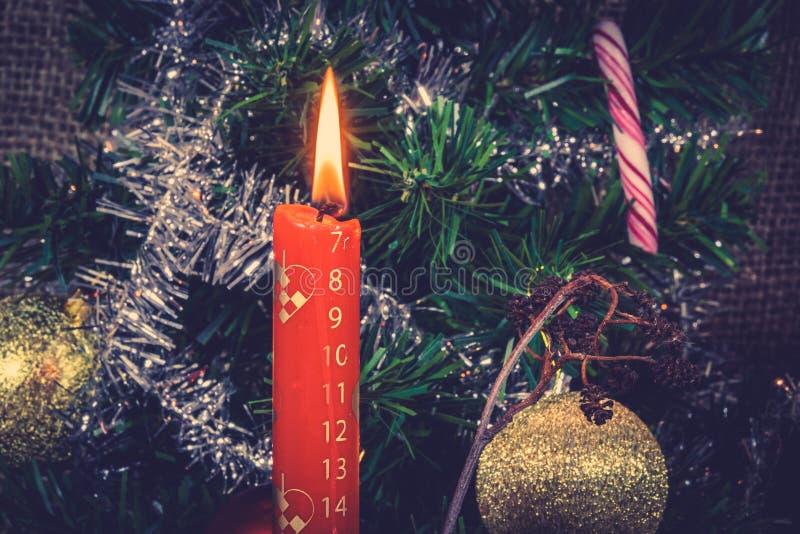 Bougie de Noël comptant vers le bas pour Noël image stock